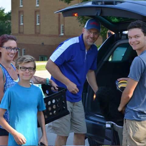 Family helping new Clarke student move in