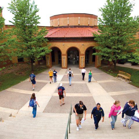 Students walking to Kehl Center
